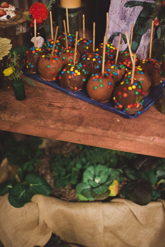 chocolate apples at wedding