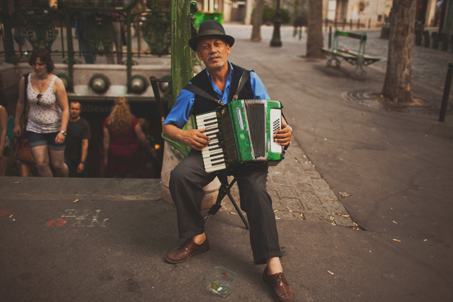 accordian player in montemarte