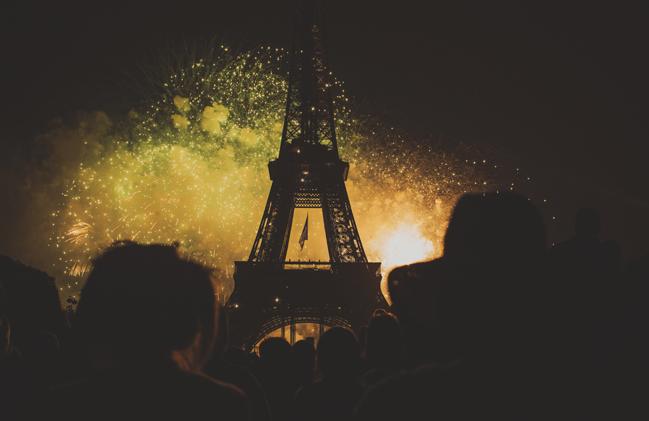 huge fireworks at Bastille Day eiffel tower