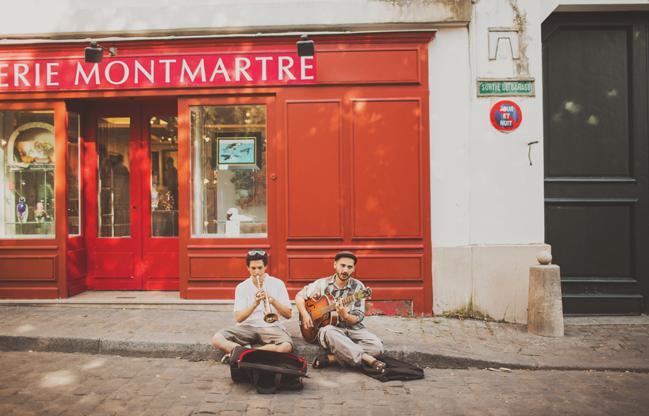 street performers paris france