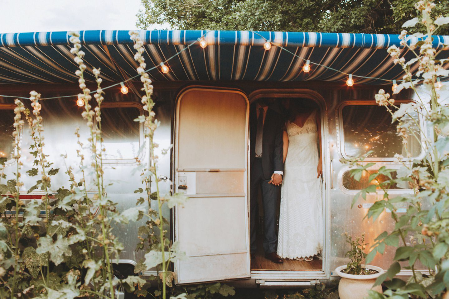 unique air stream wedding portraits